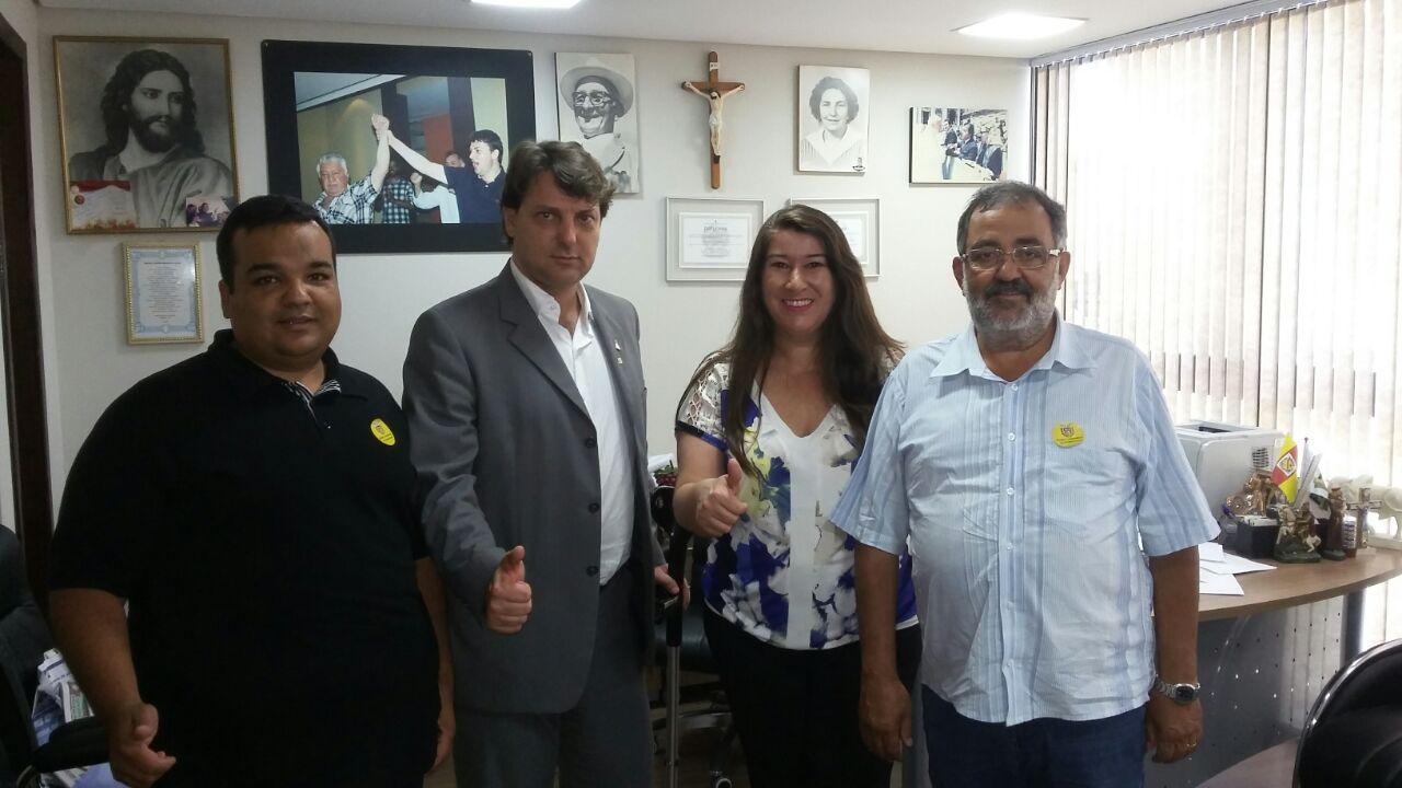 Deputado Anibelli Neto recebe lideranças de Pinhais