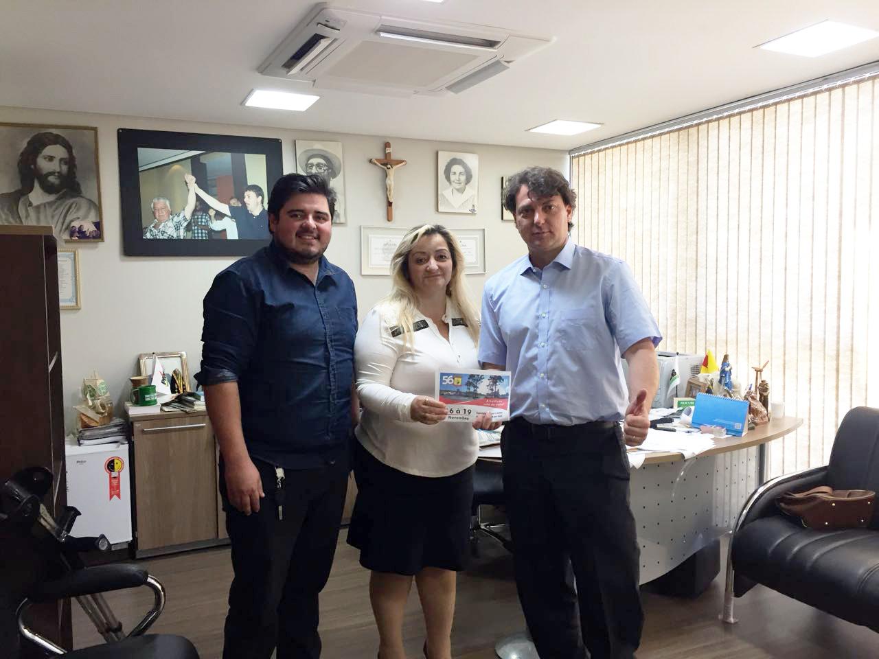 Prefeita Luciane Teixeira de Agudos do Sul convidou Anibelli Neto para festa de comemoração de 56 anos de Agudos do Sul.