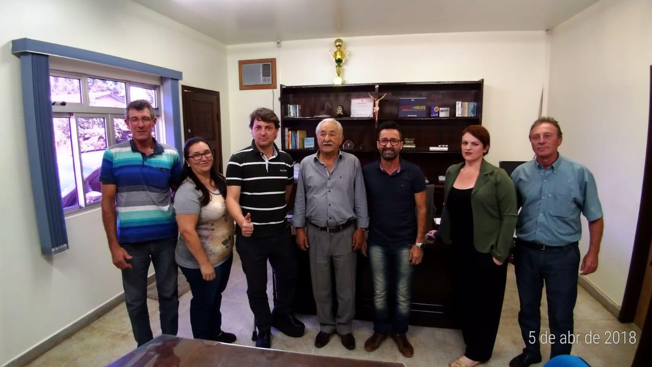 Anibelli Neto visita seu amigo pref. Prefeito Ângelo Machado de Guamiranga.