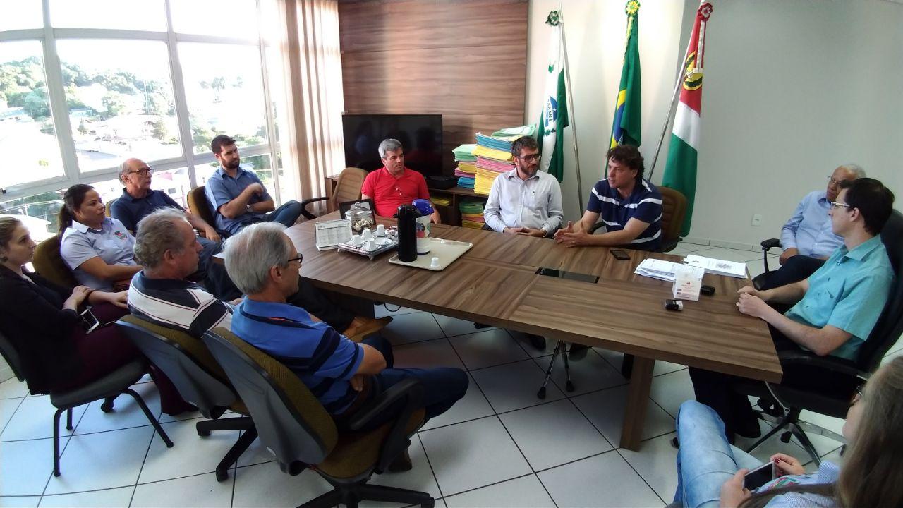 Anibelli Neto entrega emenda de 107 mil reais para investimentos na Agricultura de Chopinzinho.