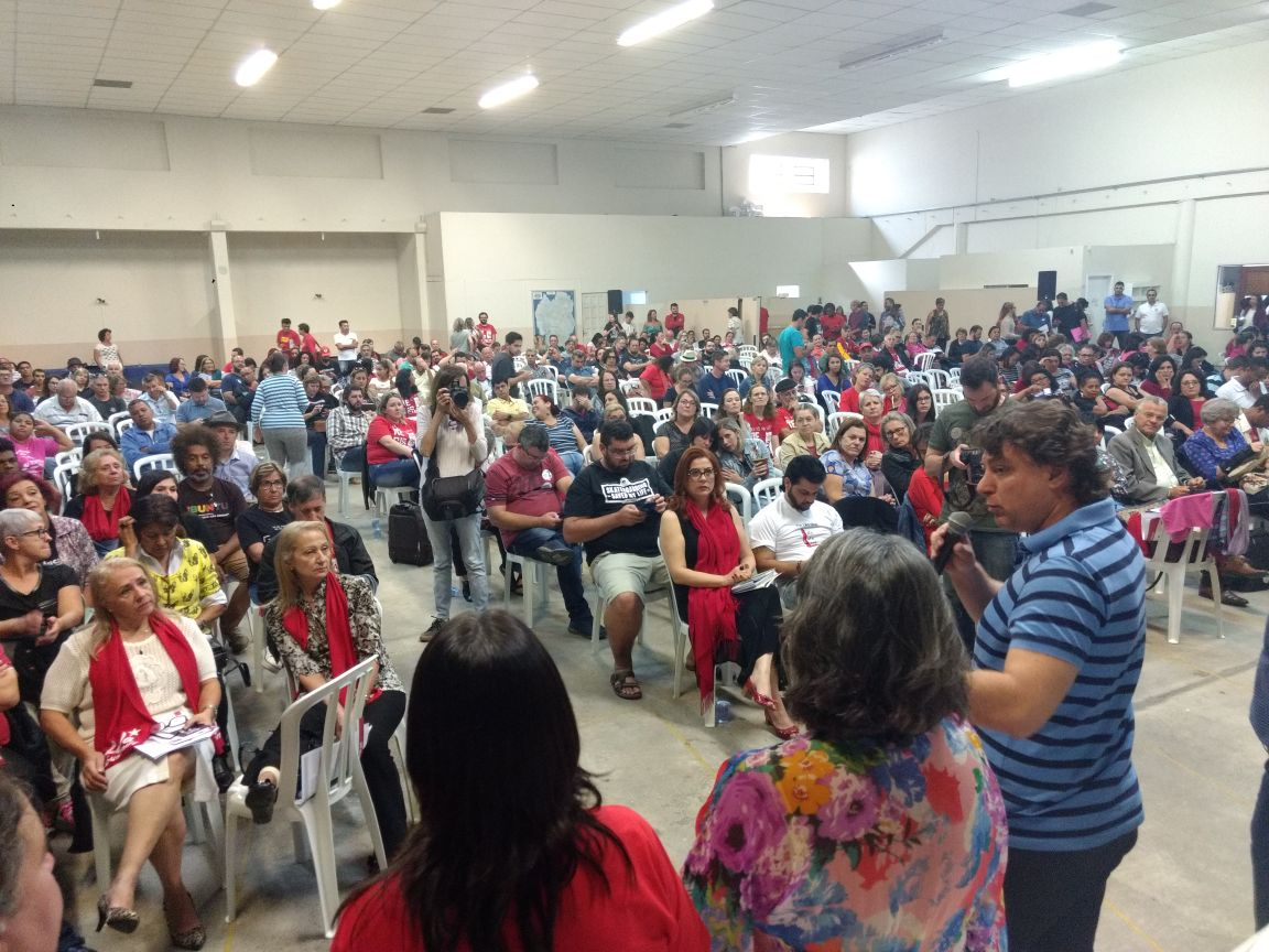 Anibelli Neto participou da Assembleia da APP-Sindicato em Curitiba.