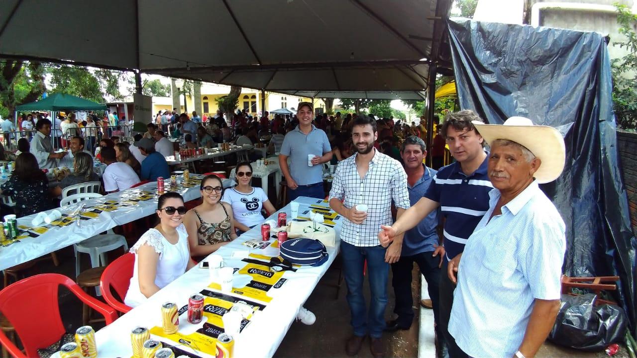 Anibelli Neto prestigia festa de Nossa Senhora Aparecida em Floraí.