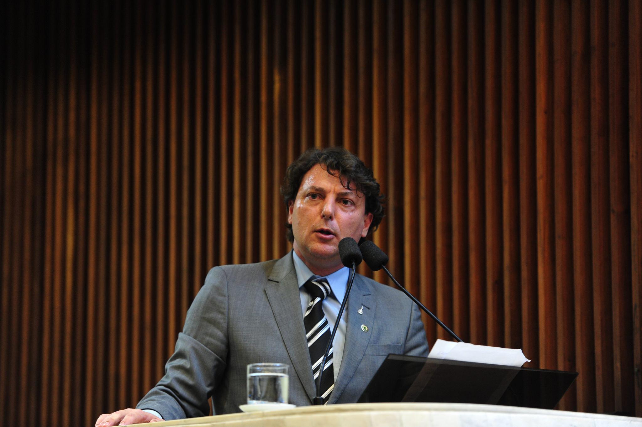 Pedro Parente fora da Petrobras, já pedia o deputado Anibelli Neto.
