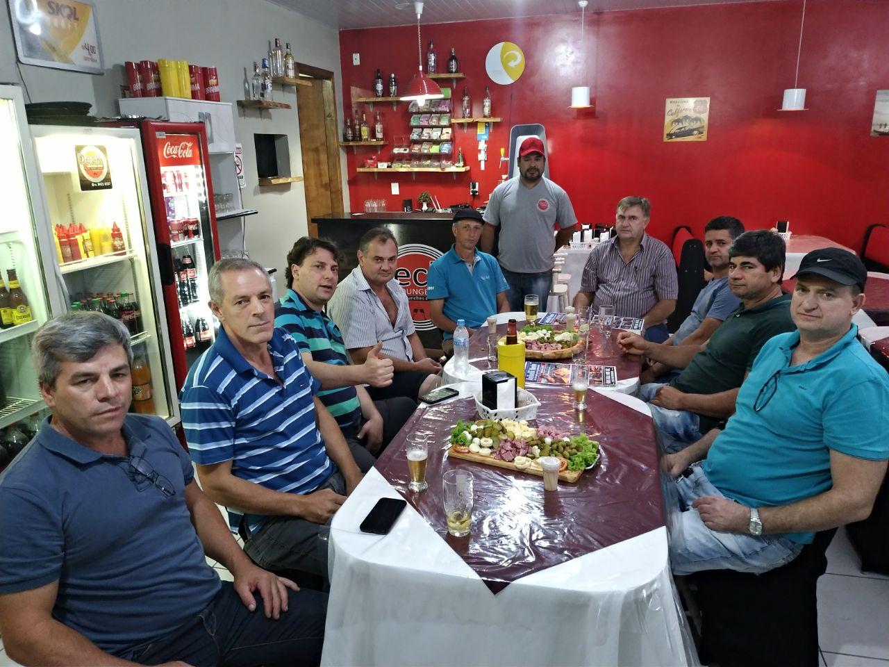 Anibelli Neto com amigos da Cidade de Enéas Marques.