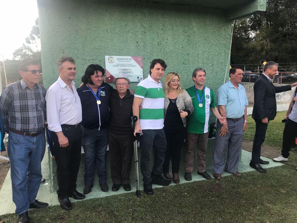 Em clima de Copa do Mundo, Anibelli Neto participa da reinauguração do Estádio Municipal em Agudos do Sul