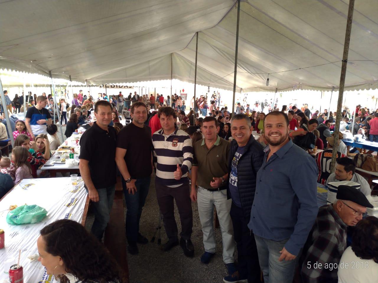 Festa do Padroeiro do município de Quitandinha .