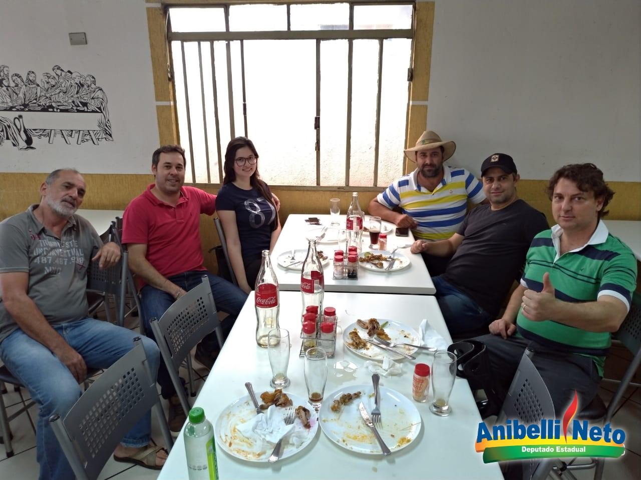 Anibelli Neto visita os companheiros da cidade de Califórnia.