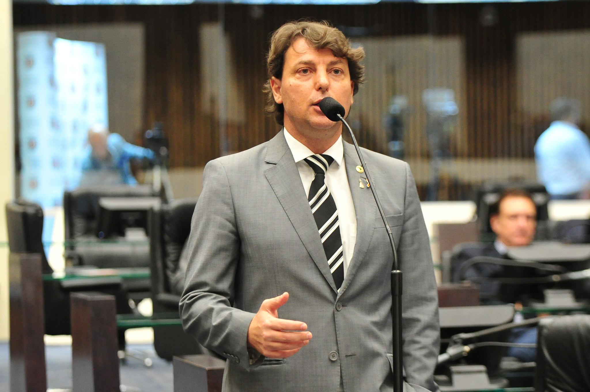 Anibelli Neto reclama do atendimento de emergência da Copel