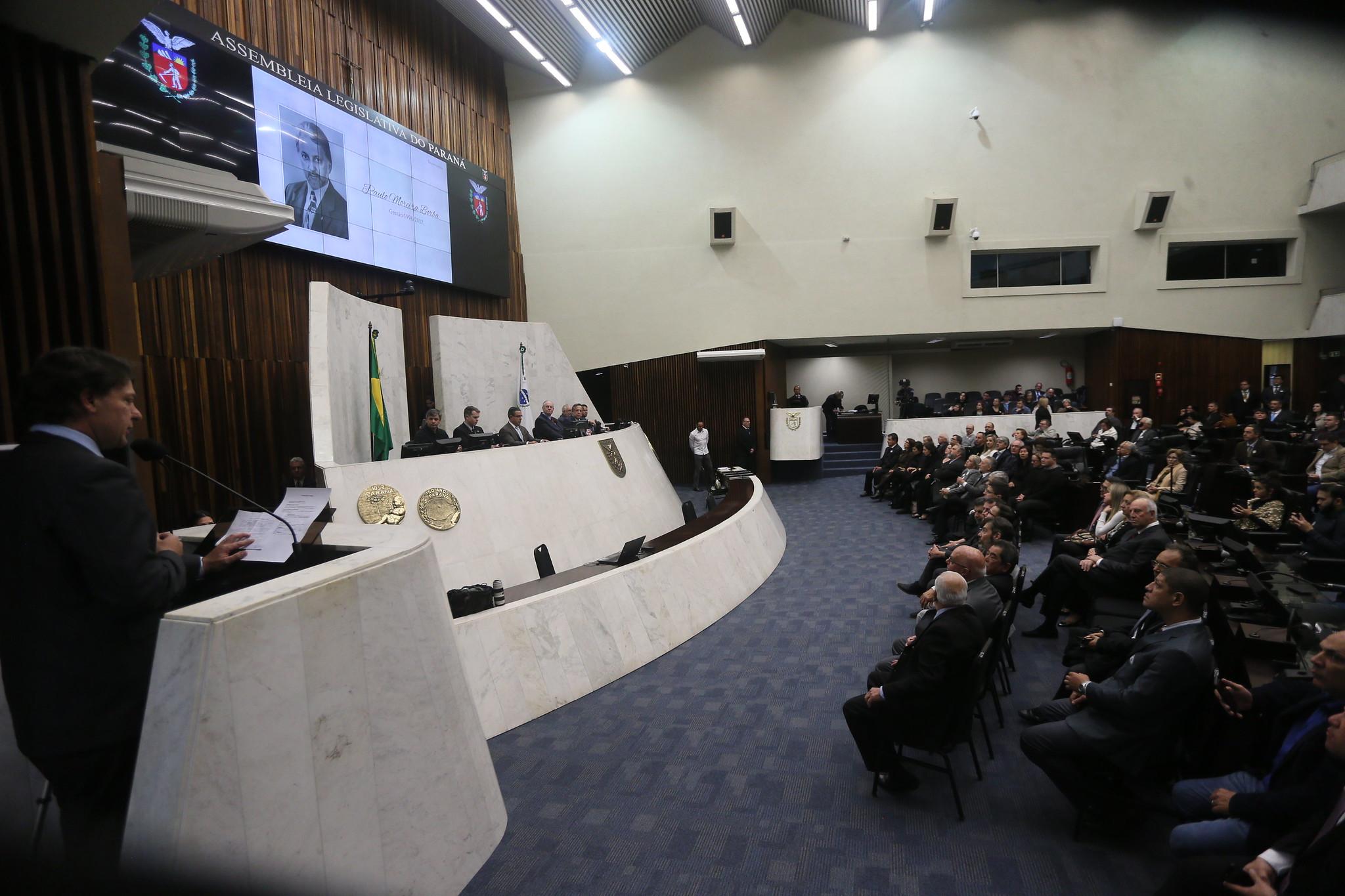 Sessão solene comemora cinquentenário dos Conselhos de Medicina Veterinária