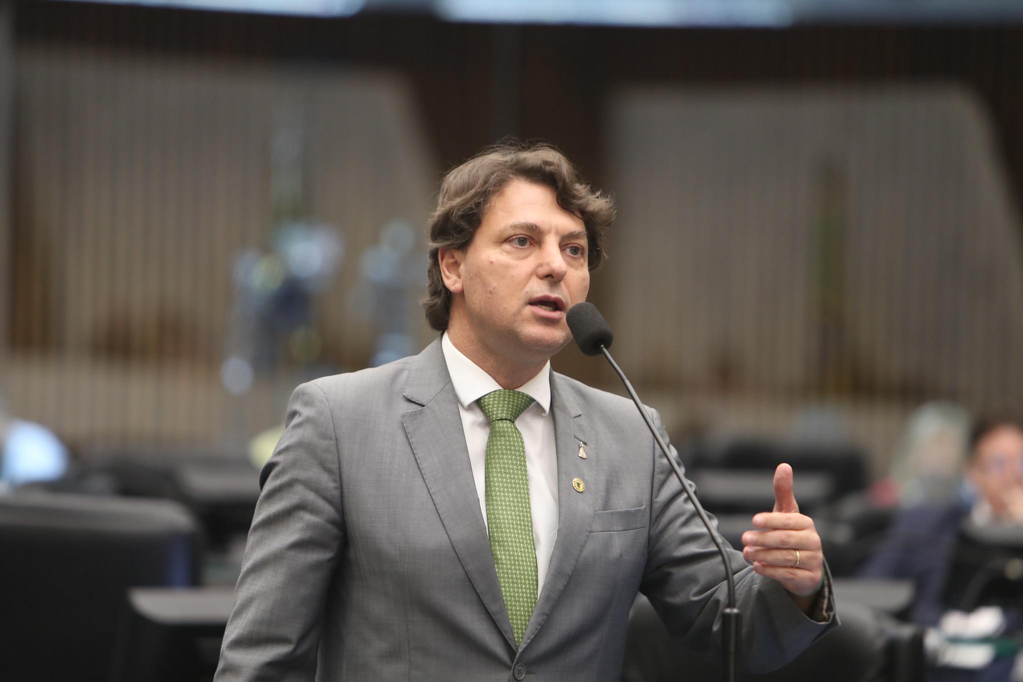 Falta de quórum adia votação de requerimento de Anibelli Neto sobre divida do Athletico
