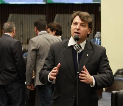 Anibelli Neto defende concurso público para contratação de médicos veterinários