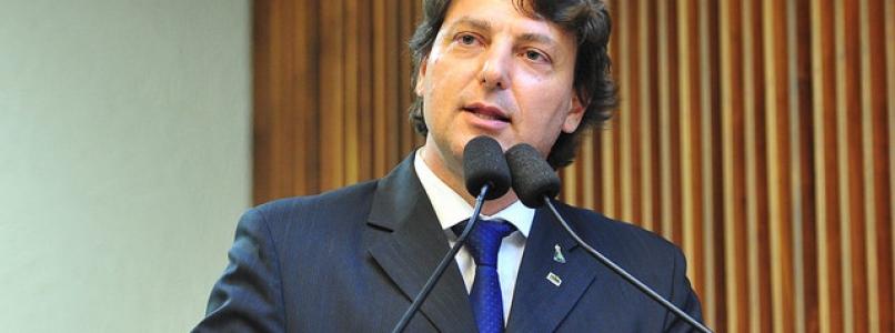 Mudanças na tarifa mínima da água afetaram 1,3 milhão de famílias do PR, denuncia Anibelli
