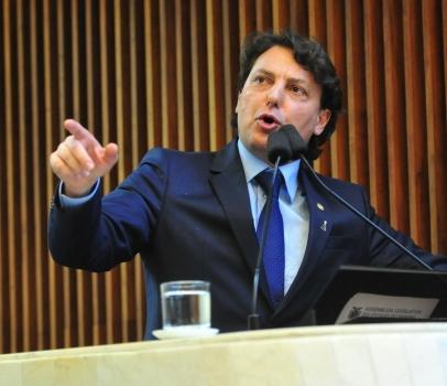 Anibelli Neto destaca ação que reduziu tarifa da Copel