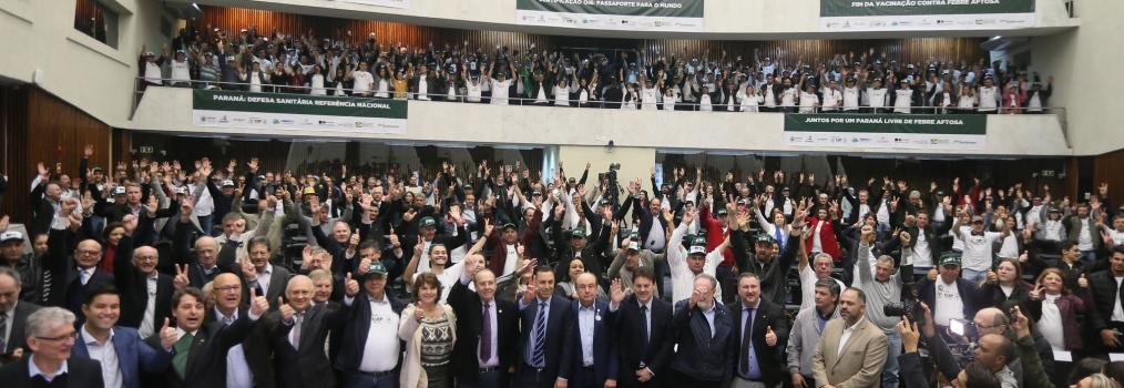 Paraná livre da febre aftosa sem vacinação: audiência pública reúne 1500 agropecuaristas
