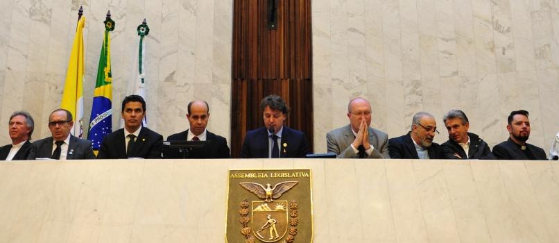 Deputado Anibelli Neto preside Sessão Solene em Homenagem a Arquidiocese de Curitiba pela Festa de Corpus Christi