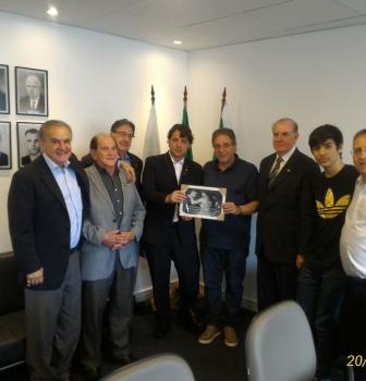 Deputado Anibelli Neto doa quadro ao Coritiba Foot Ball Club