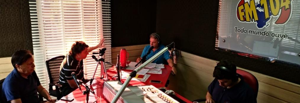 Anibelli Neto concede entrevista na Rádio FM 104 em Cornélio Procópio