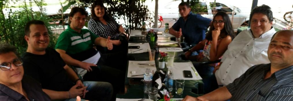 Anibelli Neto com amigos em Londrina