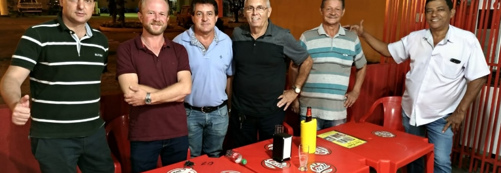 Anibelli Neto com emedebistas de Mamborê.