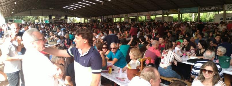 Anibelli Neto prestigia a 15º Festa do Leitão Maturado de Itapejara D' Oeste.