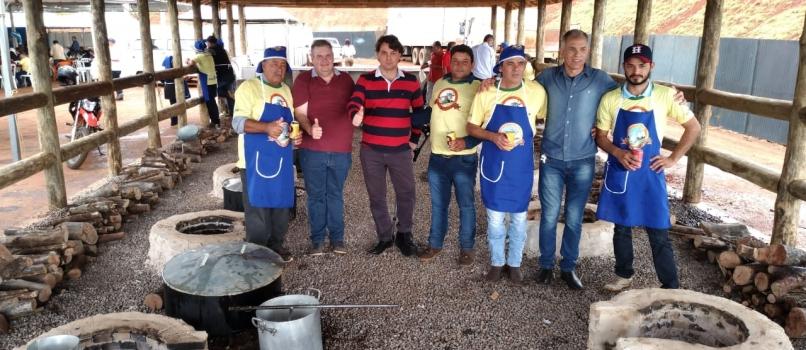 Anibelli Neto prestigia Festa do Cabrito Apressado em Corumbataí do Sul.
