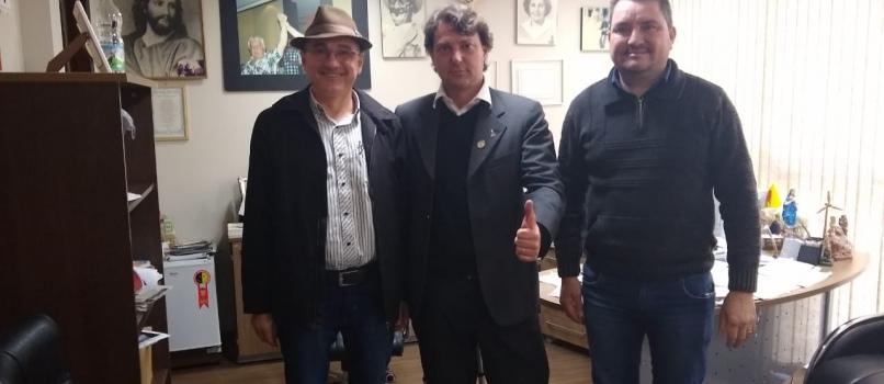 Deputado Anibelli Neto recebe amigos do município de Ampére