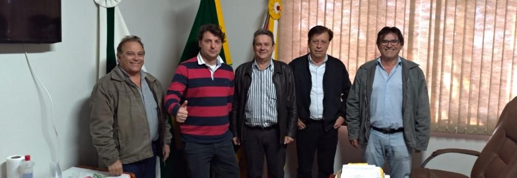Anibelli Neto visitando Santa Mariana.