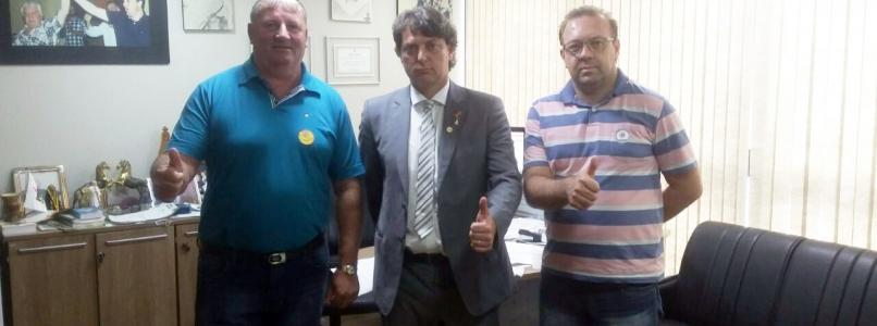 Vereador Luizão do PMDB de Palmas visita deputado Anibelli Neto.