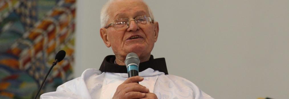 Anibelli Neto presta homenagem a Frei Policarpo