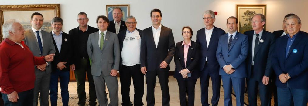 Anibelli Neto participa da assinatura da Instrução Normativa que livra o Paraná da vacinação contra febre aftosa